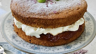 Gooseberry & Elderflower Chantilly Cream Sponge Cake